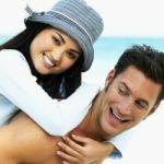 casal_feliz_praiaty